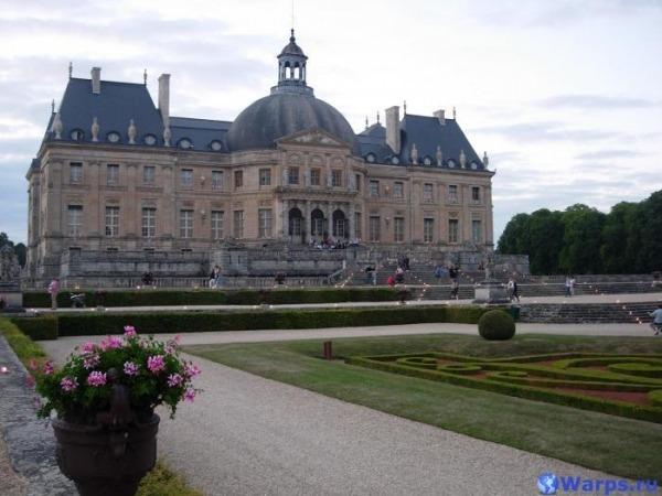 Достопримечательности Франции  - замок Лош