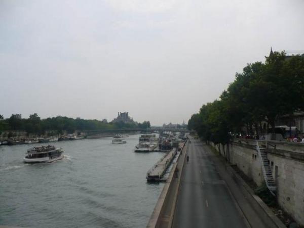 Экскурсии во Франции - кораблик по Сене